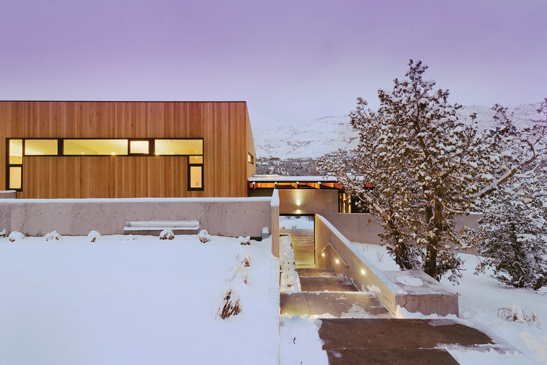 Designed by architect jack hawkins this modern home fits seamlessly into a west reno neighborhood dominated by houses from the 1970s and 80s